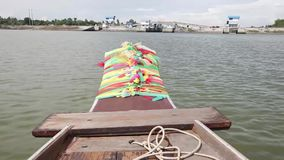 Езда шлюпки сценарная на реке Bangpakong акции видеоматериалы