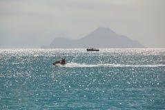 Езда лыжи двигателя на карибском острове Стоковые Изображения RF