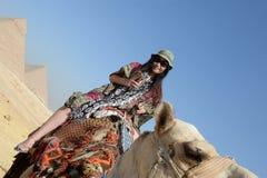 Езды верблюда в пустыне Стоковое Фото