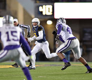 2014 действие футбола NCAA - положение WVU-Канзаса Стоковое Фото