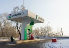 Екатеринбург, Российская Федерация - 4-ое февраля 2018: Автоматическая бензоколонка Bashneft Стоковые Изображения RF