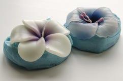 2 декоративных свечи в форме цветков Стоковое Фото