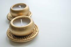 2 декоративных свечи в цвете золота Стоковые Изображения RF