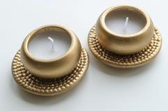 2 декоративных свечи в цвете золота Стоковое Изображение RF