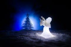 Ель диаграммы и стекла xmas Анджела рождества стеклянная, рождественская елка, docorative элементы на темной предпосылке рождеств Стоковая Фотография RF