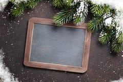 Ель и доска рождества для ваших приветствий Стоковое Изображение RF