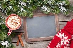 Ель рождества, горячий шоколад, mittens и доска Стоковые Изображения