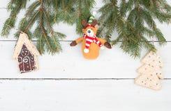 Ель рождества разветвляет, дом пряника, рождественская елка, плюшевый медвежонок стоковые изображения