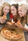 ел пиццу девушок подростковую Стоковые Изображения