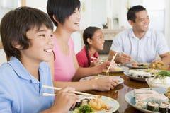ел mealtime еды семьи совместно стоковое изображение