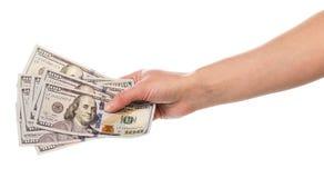 100 деноминаций доллара в женской руке изолированной на белой предпосылке Стоковое Изображение RF