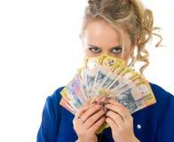 деньги изолированные предпосылкой над белой женщиной Стоковые Изображения