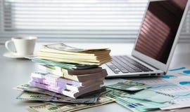 деньги компьтер-книжки Стоковая Фотография RF
