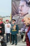 день может Россия Сторонники Коммунистической партии принимать ралли (портрет советского диктатора Josef Сталина) Стоковая Фотография RF
