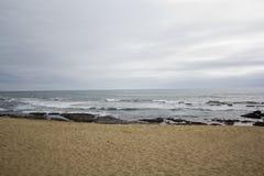 день пляжа пасмурный пустой Стоковые Фото