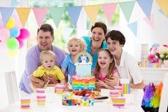 день рождения ягнится партия Семейное торжество с тортом Стоковая Фотография