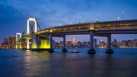 день 4K к timelapse ночи моста радуги, токио, Японии акции видеоматериалы