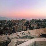 Ереван на заходе солнца стоковые изображения