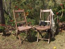 2 деревенских деревянных стуль Стоковая Фотография RF
