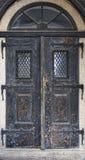 деревянное двери старое Историческая дверь дома Сельский элемент архитектуры входа Стоковая Фотография