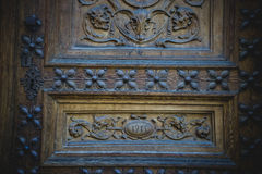 деревянное двери carvings старое стоковое фото
