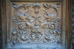 деревянное двери carvings старое стоковое изображение