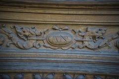 деревянное двери carvings старое стоковые фотографии rf