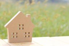 деревянное игрушки предпосылки изолированное домом белое Стоковая Фотография