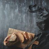 деревянное доски отрезанное хлебом Стоковое фото RF