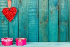 деревянное сердца предпосылки красное Стоковые Фотографии RF