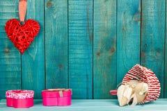 деревянное сердца предпосылки красное Стоковая Фотография