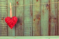 деревянное сердца предпосылки красное Стоковые Изображения RF