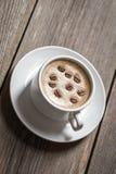 деревянное таблицы кофейной чашки белое Стоковые Фото