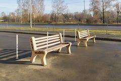2 деревянной скамьи в парке Стоковая Фотография RF