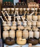 деревянные минометы и пестики как kitchenware Стоковые Изображения RF