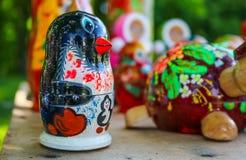 деревянным цвета игрушки покрашенные пингвином Стоковое Изображение