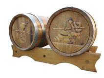 2 деревянных бочонка с басовым сбросом Изолировано на белизне стоковое изображение