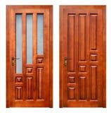 2 деревянных двери на белой предпосылке Стоковая Фотография
