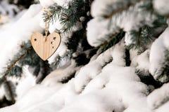 деревянных игрушек в форме смертной казни через повешение сердца Стоковое Фото