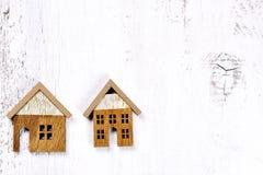2 деревянных маленьких дома - схематическая предпосылка Стоковое фото RF