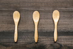 3 деревянных ложки на деревянном столе Стоковые Изображения