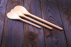 3 деревянных ложки на деревянном столе Стоковое Изображение RF