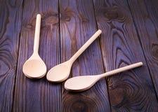 3 деревянных ложки на деревянном столе Стоковое Фото