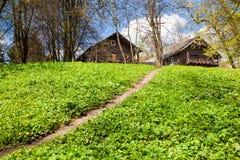 2 деревянных дома на холме Стоковая Фотография RF