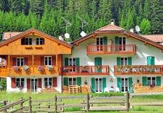 2 деревянных дома Стоковые Фотографии RF