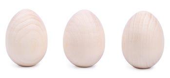 3 деревянных пасхального яйца изолированного на белизне Стоковые Фотографии RF