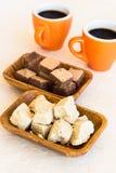 2 деревянных плиты halva и waffles с чашками кофе Стоковые Изображения RF