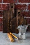 2 деревянных разделочные доски и утвари кухни Стоковое Изображение RF