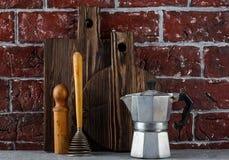 2 деревянных разделочные доски и утвари кухни Стоковое Фото