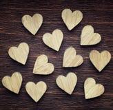 12 деревянных сердец помещенных славно Стоковые Фотографии RF